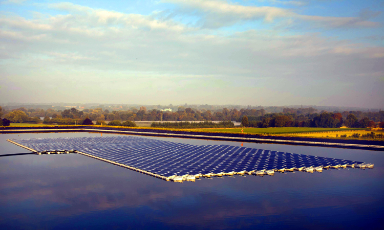 placas de fotovoltaica flotante en inglaterra