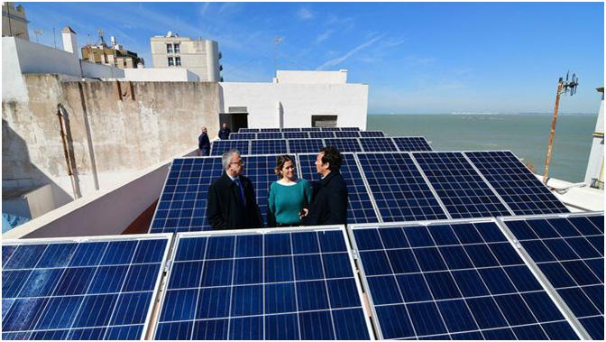 Placas fotovoltaicas en Cadiz. Autor: Eulogio García