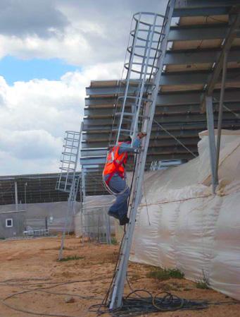 Mantenimiento preventivo de módulos fotovoltaicos: escalera de barco